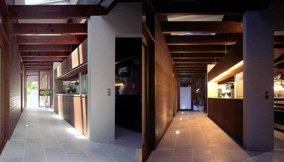 玄関です。 手前にも玄関戸。 奥もテラスにつながる玄関。 右手はキッチンです。